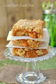 Easy Caramel Apple Crumble Bars #caramel #apple #dessert #recipe