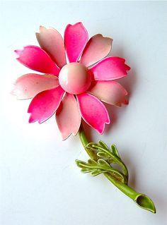 vintage daisy brooch