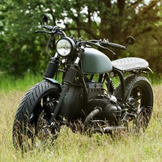 """Immaculate style from one of Germany's top custom bike builders, Urban Motor of Berlin. The brief from the client was for a """"city-cruising-bobber-brat-style-Beemer"""" and this beauty is what they delivered."""