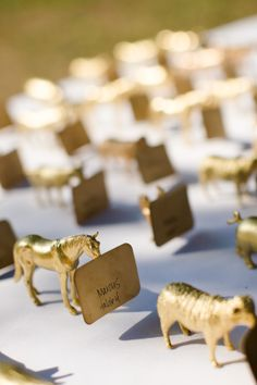 gold animal figurines >> tables