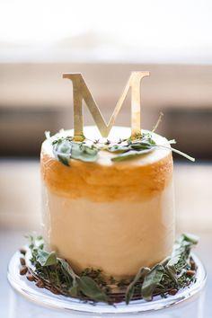 gold monogram cake | Abby Caldwell #wedding