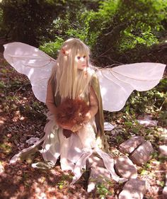 Kira Cosplay.   A fantastic Dark Crystal Kira the Gelfling costume by M Alice LeGrow.