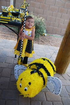 Bee pinata from here: http://www.etsy.com/shop/partylycyous?ref=pr_shop