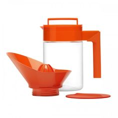 Getting ready for Halloween parties? Here's a great drink idea: We like to use our Takeya Orange Juice Maker to freshly squeeze blood orange juice right into the pitcher. Serve with champagne for a spooky cocktail. Or make it kid friendly by mixing it with sparkling water for a fresh & fizzy treat!