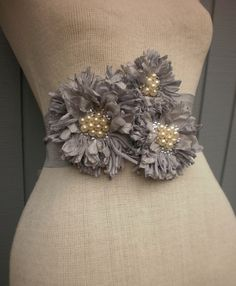 wedding-dress-embellishment-gray-flower