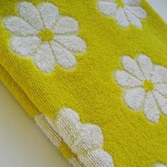 -vintage bath towel Lady Pepperell bright yellow. I wish they still made those colorful towels.