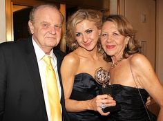 Aww! Nina Arianda celebrates the #TonyAwards (and her win!) with her parents.