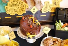 {Construction Birthday Party Ideas} We love this Chocolate Mudslide Cake! #kidsparty