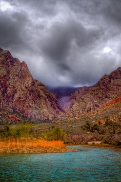 ✯ Red Rock Canyon - Nevada.  Psst....can I tell you a secret?  I lived just 15 minutes from this place....and it was only  30 minutes from the Las Vegas strip!   It's a secret that should be shared....