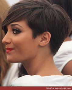Summer Hair: The Frankie Sandford Bob photo::great short haircut/side view
