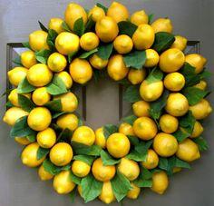 Corona de limones amarillos