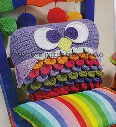 Owl Pillow done in crocodile stitch crochet. Free diagram. This would look so great as a pair of shams for the bed. ¯\_(ツ)_/¯ Owl Pillows, Crochet Owls, Chart, Crochet Pillow, Graphic Patterns, Crochet Patterns, Crochet Items, Animal, Owl Patterns