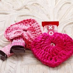 These valentine hearts are super simple to crochet from odd bits of yarn, and can hold small treats.
