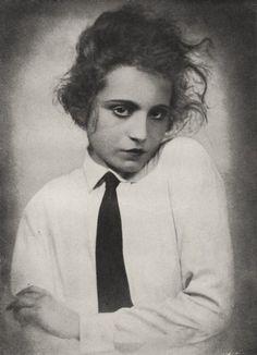 Elizabeth Bergner, 1922