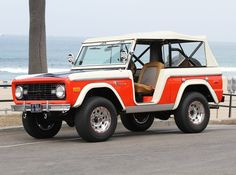 Really like two tone broncos.  Almost looks like a balloon chaser early bronco.  The top is a nice touch.