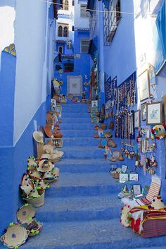 Selling on the stairs - Chefchaouen, Morocco  (by ehsankhan87 )