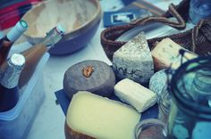 Time to try out new cheeses and wine #parisianpicnic