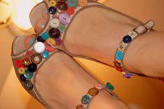 #Sandalias de #verano #2014 recuperadas con #botones #reciclados  #ecología #reducir #reutilizar