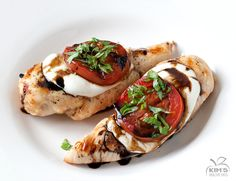 Grilled Caprese Chicken - only 5 ingredients including the chicken breast and 30 minutes of your time. | kimshealthyeats.com