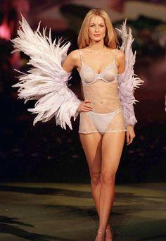 Top 20 Victoria's Secret Catwalk Moments Starring Miranda Kerr and Alessandra Ambrosio