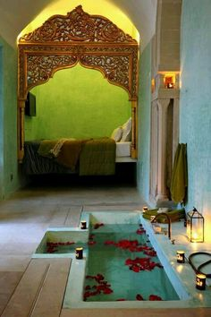Just for a minute, imagine this is your room. A beautiful bathing pool that you step down into... So very peaceful.