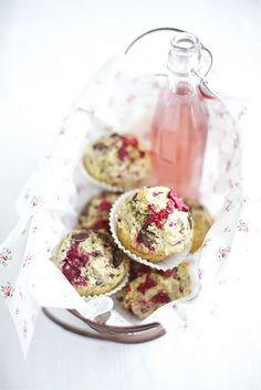 Lovely food styling - Raspberry muffins with chocolate chips and cherry limonade