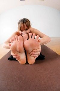 Cleaner Yoga -- treating and caring for your feet, natural remedies to cure athlete's foot