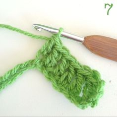 Crochet Along: Let's Start! Step by step photo tutorial for starting loop, chain and double crochet (US) #crochet #tutorials #CrochetAlong