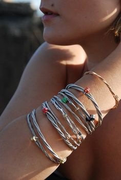 Guitar string bracelets! Aren't they somethin'!!! From Etsy.com shop>>>Shop        BOOMchicaboomdesigns      rockin jewelry for rockin chicas