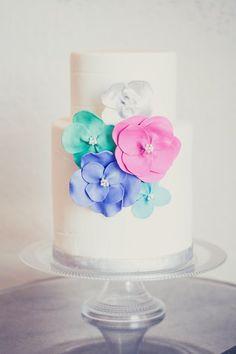 Simply fabulous wedding cake by Le Gateau Bake Shop on http://WedOverHeels.com   Cake by legateaubakeshop.com