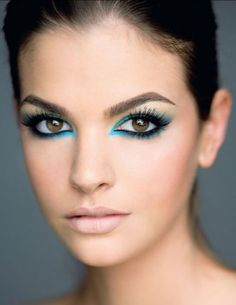 Love the teal blue accent liner
