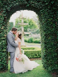 Romantic Florida garden wedding | photo by Julie Cate Photography | 100 Layer Cake