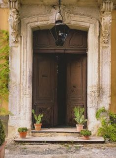 """Living in Provence"""" which is full of gorgeous photos of homes and gardens. Coincidentally, I had read the book """"A Year in Provence"""" by Peter Mayle while traveling from Australia to the U.S From How Do I Love The Style Blog"""