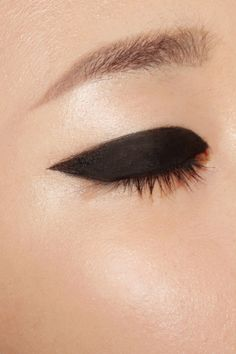 Black thick eyeliner.
