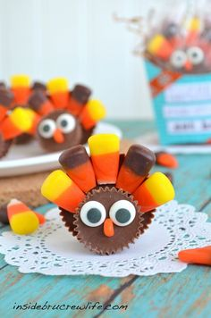 Reese's Turkeys - 2 different sized peanut butter cups and candy corn make these easy turkey treats  #thanksgiving #turkey http://www.insidebrucrewlife.com