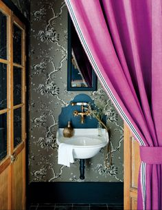 FleaingFrance.....love the impact of the the wallpaper & black accents.....even in a small space.