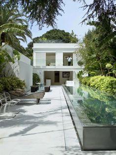 A white home in the Provence | fashion designer John Rocha's oase