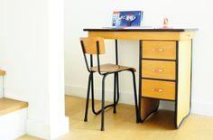Adorable bureau venant tout droit des années 60. leshappyvintage.fr
