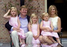 Onze nieuwe koning, koningin en de prinsesjes Amalia, Alexia en Ariane