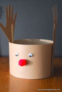 This quick Christmas craft works up in a snap! Time for some reindeer games!