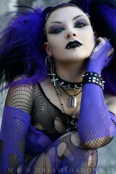 Love goth in purple