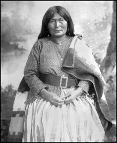 Toos-day-zay, Chiricahua Apache woman, wife of Cochise, and mother of Chief Natches (Nai-chi-ti, Natchez) Photo taken 1884.