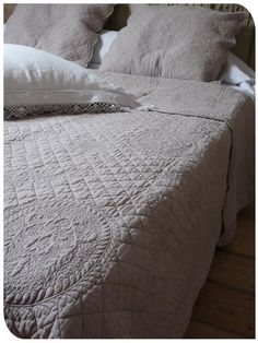 boutis on pinterest quilting handmade bags and patchwork. Black Bedroom Furniture Sets. Home Design Ideas