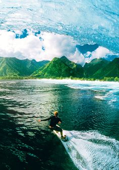 Mick Fanning surfing an amazing spot. Do you recognize it? Share and find spots at surf.youspots.com