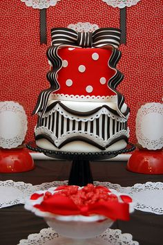 shower parti, red black and white cake, awesom cake, lingeri shower, tiered cakes, lingerie cake, lingerie shower, amaz cake, parti idea