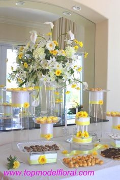 Centerpieces With Daisy Theme
