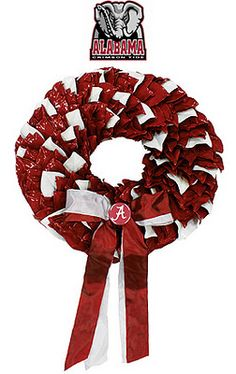 Don't you adore these lacquered magnolia wreaths?  Perfect for bowl game week, they're available at The Magnolia Company.