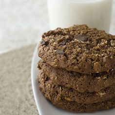 No Bake Peanut Butter Oat Cookies: These nutrition-packed cookies are a perfect treat and a high energy-snack. This is an ideal recipe to make with little ones.