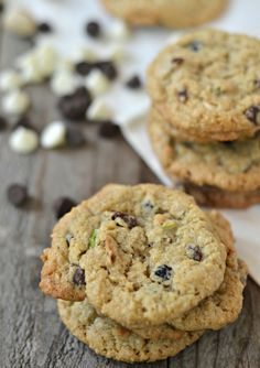These are the BEST cookies I've had in ages. Dark & White Chocolate Oatmeal Cookies with Dried Blueberries and Pistachio Nuts | mountainmamacooks.com #cookies