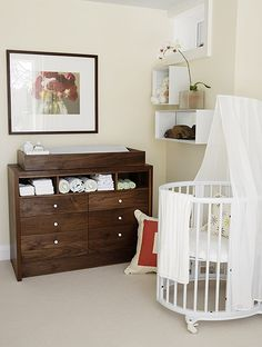 Love the dresser/changing table.  I'm going to have one made.  Also getting the Stokke Sleepi in gray.